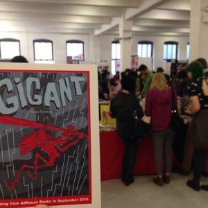 Gigant-postkort da udgivelsen blev lanceret på MoCCA-festivalen i New York.